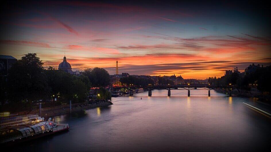 Paris, yesterday night by Grzegorz Głowaty